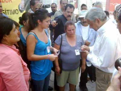 El Lic. Andrés Manuel López Obrador en la ciudad de Mexicali ayer jueves día 3