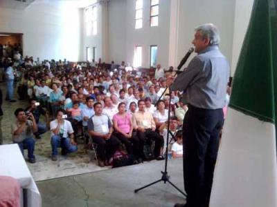 El Lic. Andrés Manuel López Obrador en la ciudad de Tlaxcala ayer sábado 5