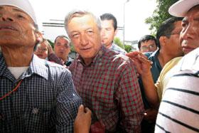 El Lic. Andrés Manuel López Obrador en la ciudad de Puebla ayer domingo día 6
