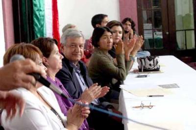El Lic. Andrés Manuel López Obrador en la ciudad de Monterrey hoy martes día 8